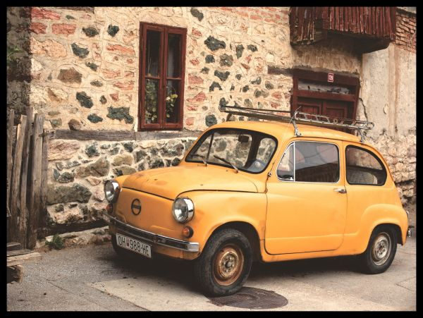 Classic Italian Car Yellow Juliste